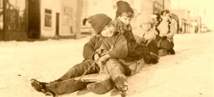 Children_on_old_wooden_sleds
